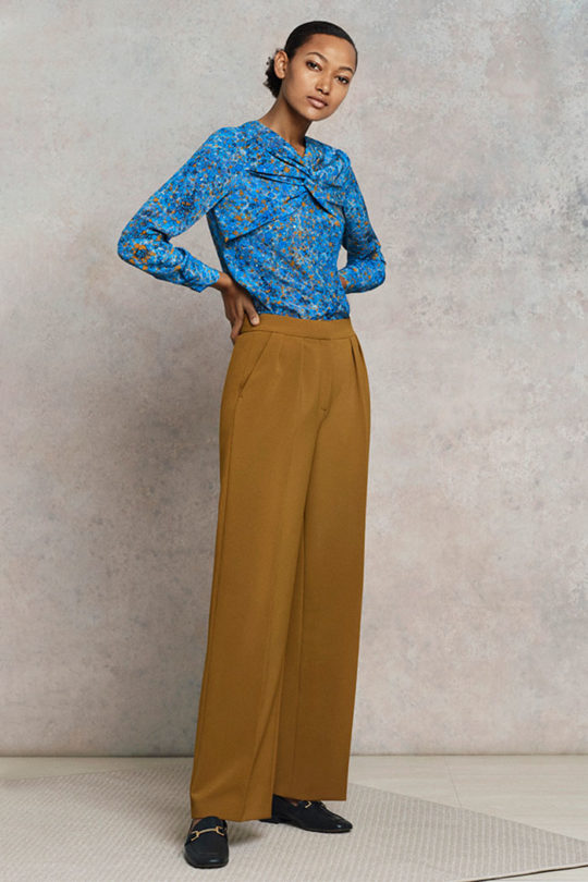 Swanfield_Blouse_Blue_Print_Silk_DB038_Alvescot_Trousers_Dijon_Yellow_Wool_DT016_0688