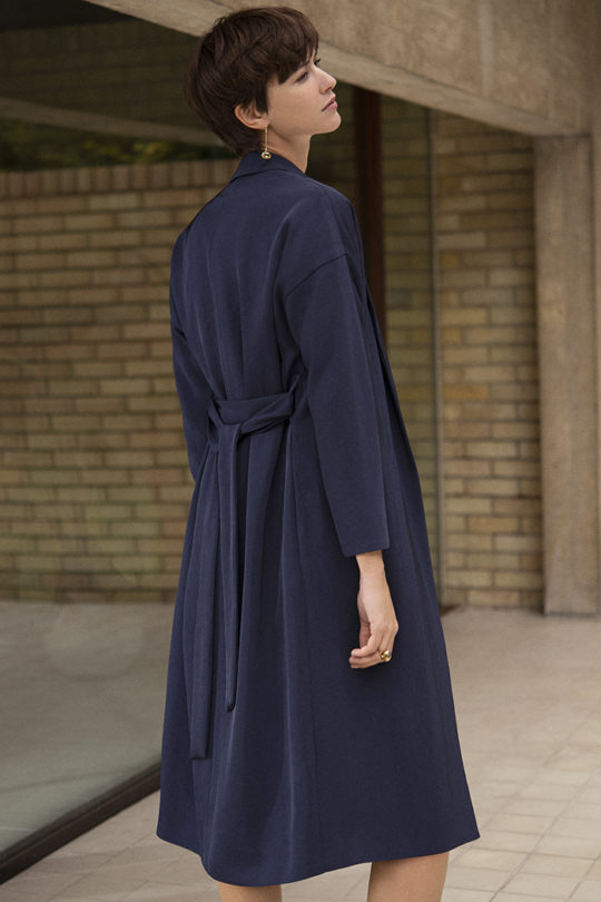 191003_THE_FOLD_PENROSE_COAT_NAVY_067_v2