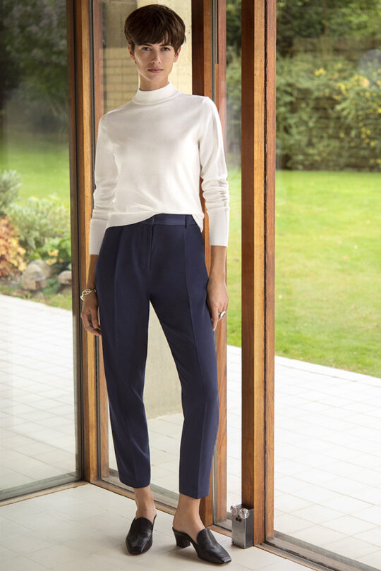 https://thefoldlondon.com/wp-content/uploads/2015/08/191003_THE_FOLD_LEANDER_TROUSER_NAVY_LILLE_JUMPER_IVORY_075_v2.jpg