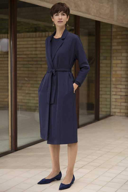 https://thefoldlondon.com/wp-content/uploads/2019/05/191003_THE_FOLD_PENROSE_COAT_NAVY_082_v2.jpg