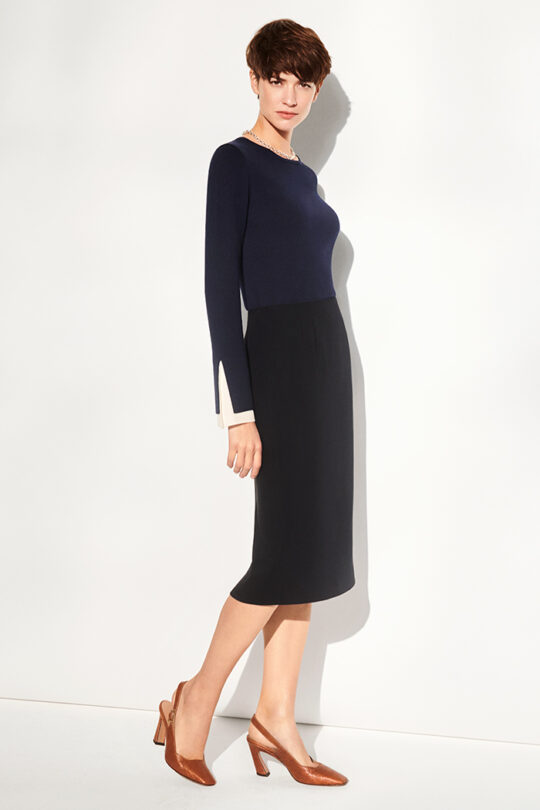 https://thefoldlondon.com/wp-content/uploads/2019/07/191028_THE_FOLD_KIELDER_JUMPER_NAVY_PENCIL_SKIRT_NAVY_VENEZIA_TAN_LIZARD_040_v2.jpg