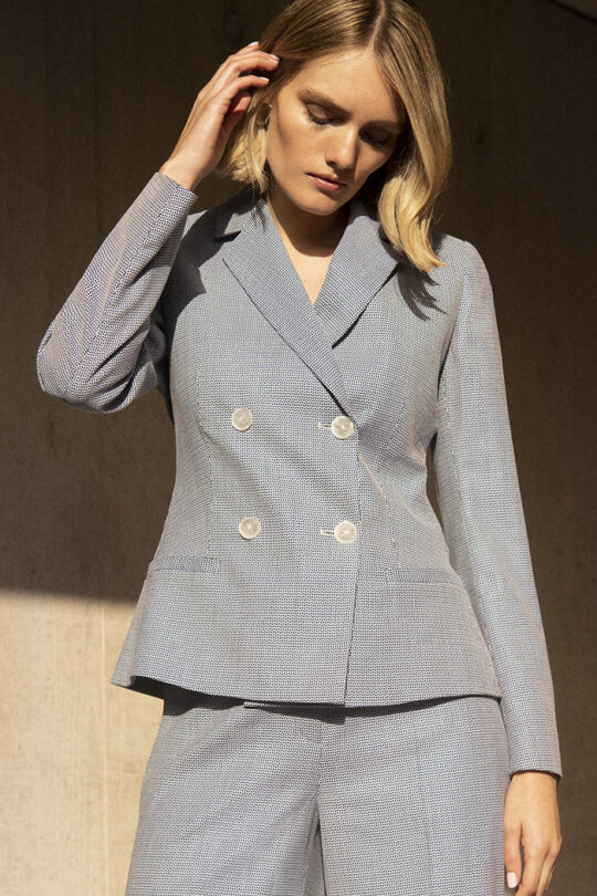 https://thefoldlondon.com/wp-content/uploads/2020/02/191106_THE_FOLD_DELVINO_JACKET_BLUE_DJ035_DELVINO_CULOTTES_BLUE_DT043_066_v2.jpg