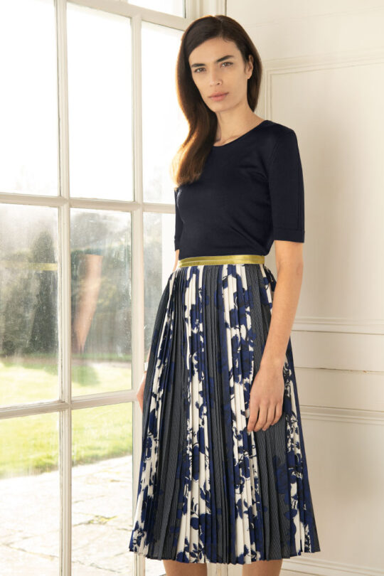 https://thefoldlondon.com/wp-content/uploads/2015/08/191211_THE_FOLD_PROVENCE_SKIRT_BLUE_DS032_LYON_KNITTED_TOP_NAVY_DK047_026_v2.jpg