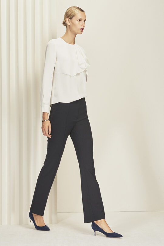 https://thefoldlondon.com/wp-content/uploads/2018/05/ADLEPHI_IVORY_EC1_BOOTCUT_NAVY_TROUSER_026.jpg