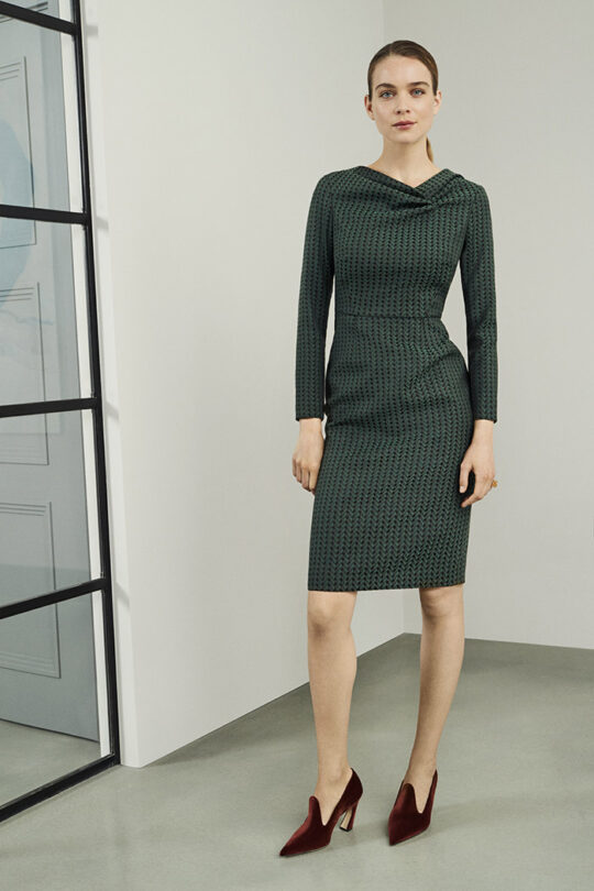 https://thefoldlondon.com/wp-content/uploads/2019/08/CALCOT-DRESS-GREEN-DD138_3196_v2.jpg