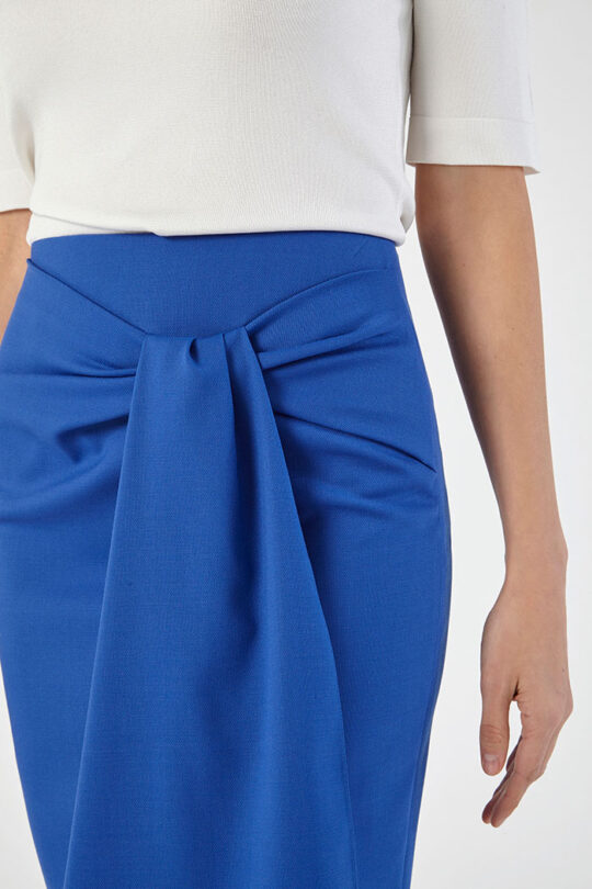 https://thefoldlondon.com/wp-content/uploads/2020/02/CLISSOLD_SKIRT_BLUE_DS030_LYON_KNIT_IVORY_DETAIL_44926.jpg