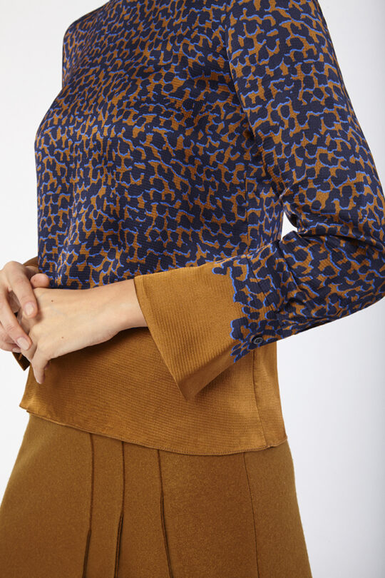 https://thefoldlondon.com/wp-content/uploads/2019/11/ELLESMERE_BLOUSE_MULTICOLOUR_EMSWORH_SKIRT_D_40138_v3.jpg