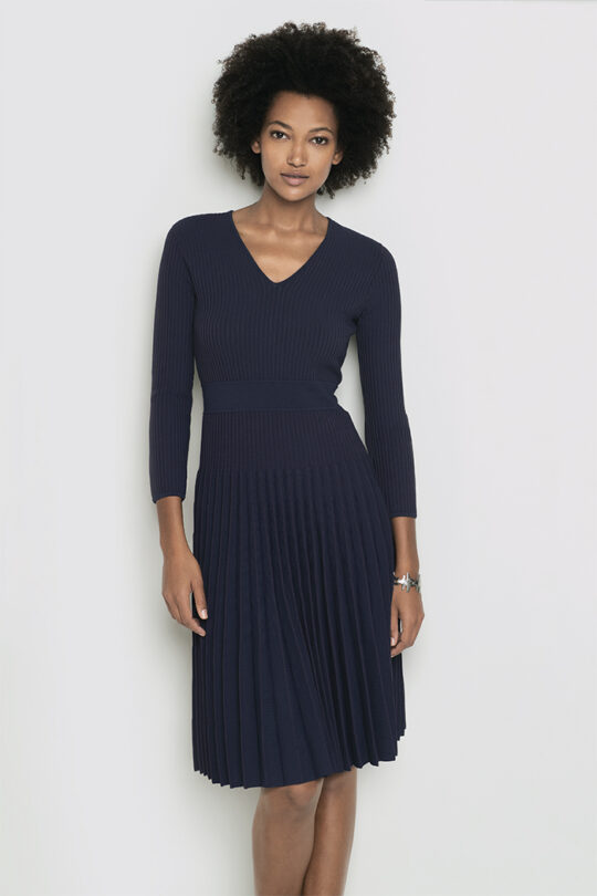 https://thefoldlondon.com/wp-content/uploads/2018/01/Malvern_RibKnit_Dress_Navy_DD084_2436-1.jpg