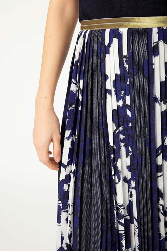 https://thefoldlondon.com/wp-content/uploads/2015/08/PROVENCE_SKIRT_BLUE_DS032_LYON_KNITTED_TOP_NAVY_DK047_DETAIL_52249-1.jpg