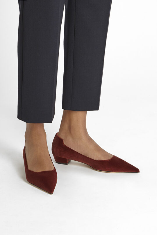 https://thefoldlondon.com/wp-content/uploads/2019/08/SIENA-SHOE_RUST-VELVET_34931.jpg