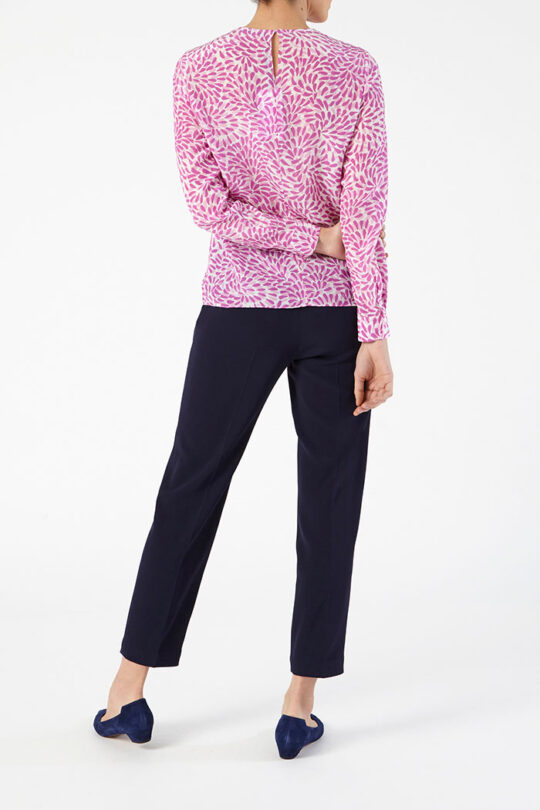 SWANFIELD_BLOUSE_PINK_DB093_LEANDER_TROUSERS_NAVY_DT041_BACK_43809.jpg