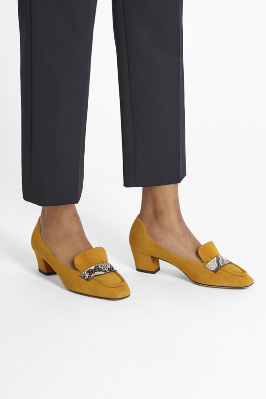 https://thefoldlondon.com/wp-content/uploads/2019/08/TOSCANA-SHOE_MUSTARD-SUEDE-WITH-SNAKE-TRIM_35165.jpg