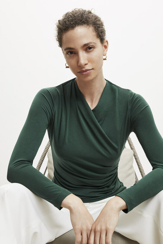 https://thefoldlondon.com/wp-content/uploads/2015/08/TheFold_Etienne_Top_Green_Jersey_DB094_2_v2.jpg