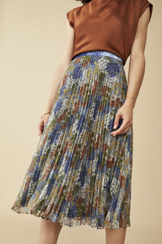 https://thefoldlondon.com/wp-content/uploads/2015/08/TheFold_Sandford_Skirt_Printed_Chiffon_DS039_v2.jpg