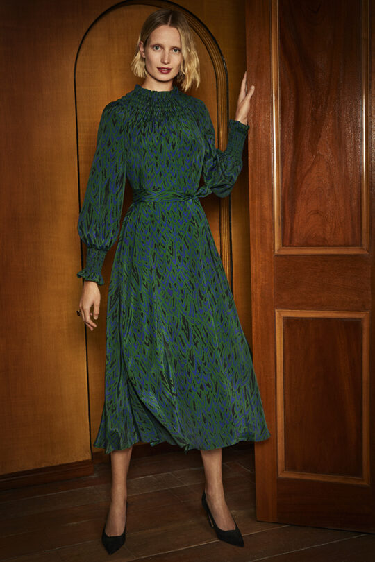 https://thefoldlondon.com/wp-content/uploads/2019/09/The_Fold_RICHFORD-DRESS-GREEN-SILK-DD146_2403_v2.jpg