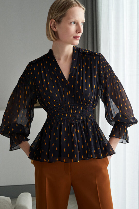 https://thefoldlondon.com/wp-content/uploads/2019/05/VERBANIA-BLOUSE-NAVY-DB058_221_v2.jpg