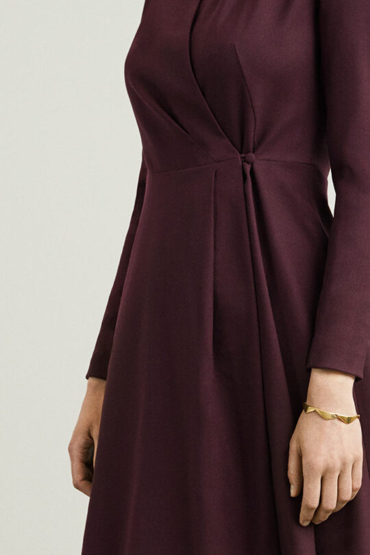 https://thefoldlondon.com/wp-content/uploads/2015/08/hampton-dress-plum-wool-crepe-closeup-D.jpg