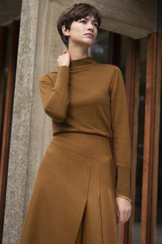 https://thefoldlondon.com/wp-content/uploads/2019/11/191003_THE_FOLD_LILLE_JUMPER_TOFFEE_EMSWORTH_SKIRT_TOFFEE_032_v2.jpg