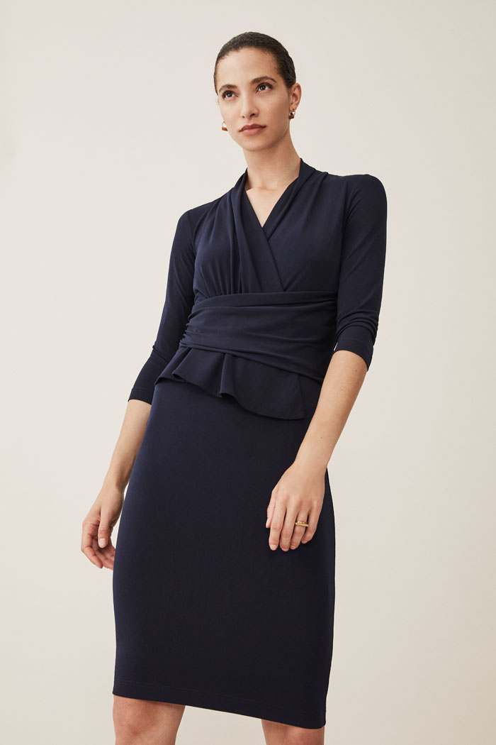 https://thefoldlondon.com/wp-content/uploads/2015/08/TheFold_ARLINGTON_JERSEY_DRESS_NAVY_DD121_031_v2.jpg