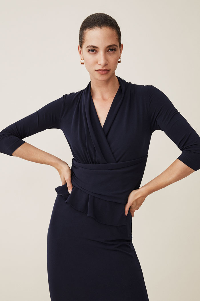 https://thefoldlondon.com/wp-content/uploads/2015/08/TheFold_ARLINGTON_JERSEY_DRESS_NAVY_DD121_050_v2.jpg