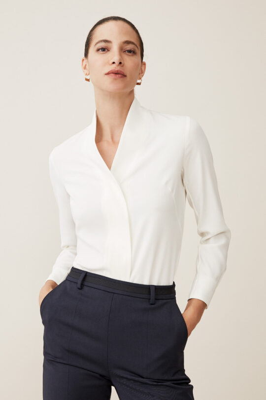https://thefoldlondon.com/wp-content/uploads/2015/08/TheFold_BOWERY_BLOUSE_WHITE_SILK_DB102_1_2.jpg