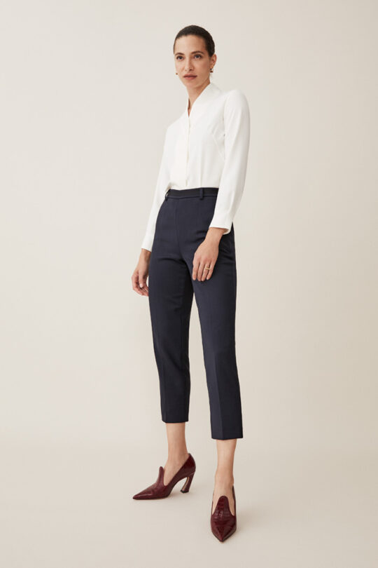 https://thefoldlondon.com/wp-content/uploads/2015/08/TheFold_BOWERY_BLOUSE_WHITE_SILK_DB102_2_2.jpg