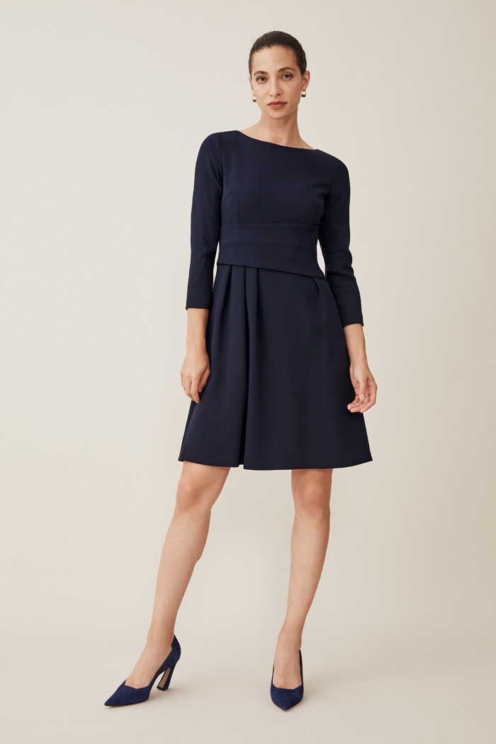 https://thefoldlondon.com/wp-content/uploads/2015/08/TheFold_CAMELOT_JERSEY_DRESS_NAVY_DD086_2.jpg