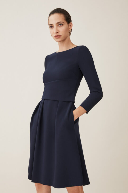 https://thefoldlondon.com/wp-content/uploads/2015/08/TheFold_CAMELOT_JERSEY_DRESS_NAVY_DD162_079_v2.jpg