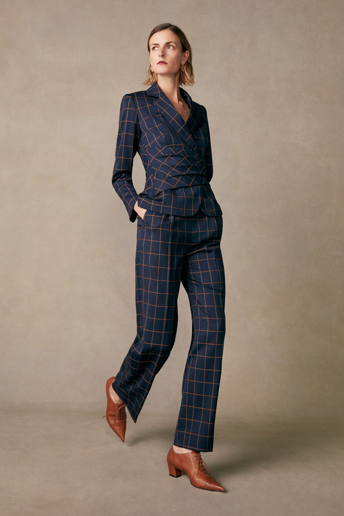 https://thefoldlondon.com/wp-content/uploads/2015/08/TheFold_COLLINGHAM_TROUSERS_NAVY_AND_TOFFEE_CHECK_JACQUARD_DT063_024_v2.jpg