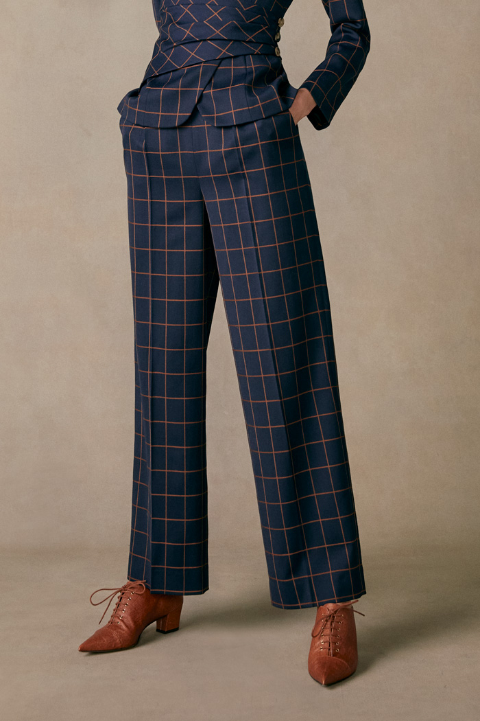 https://thefoldlondon.com/wp-content/uploads/2015/08/TheFold_COLLINGHAM_TROUSERS_NAVY_AND_TOFFEE_CHECK_JACQUARD_DT063_2.jpg