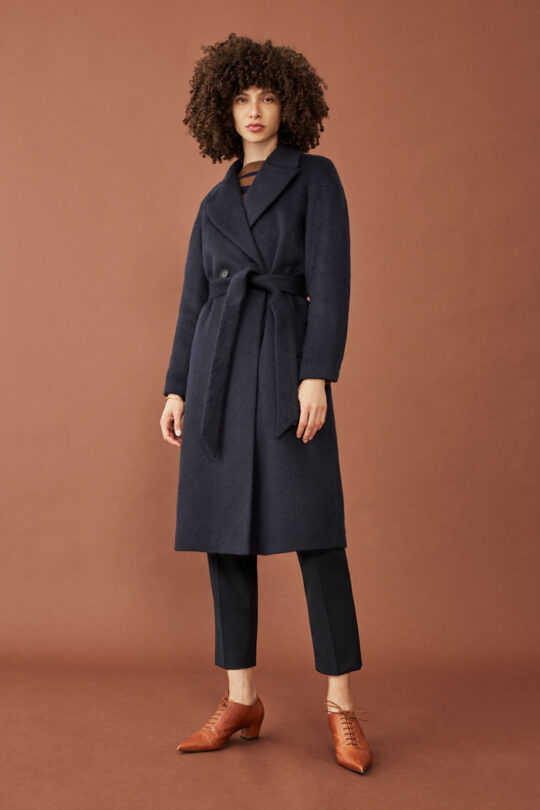 https://thefoldlondon.com/wp-content/uploads/2015/08/TheFold_Connaught_Coat_Navy_Wool_DO012_230_v2.jpg