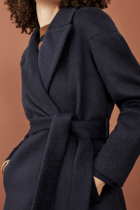 https://thefoldlondon.com/wp-content/uploads/2015/08/TheFold_Connaught_Coat_Navy_Wool_DO012_249_3_v2.jpg