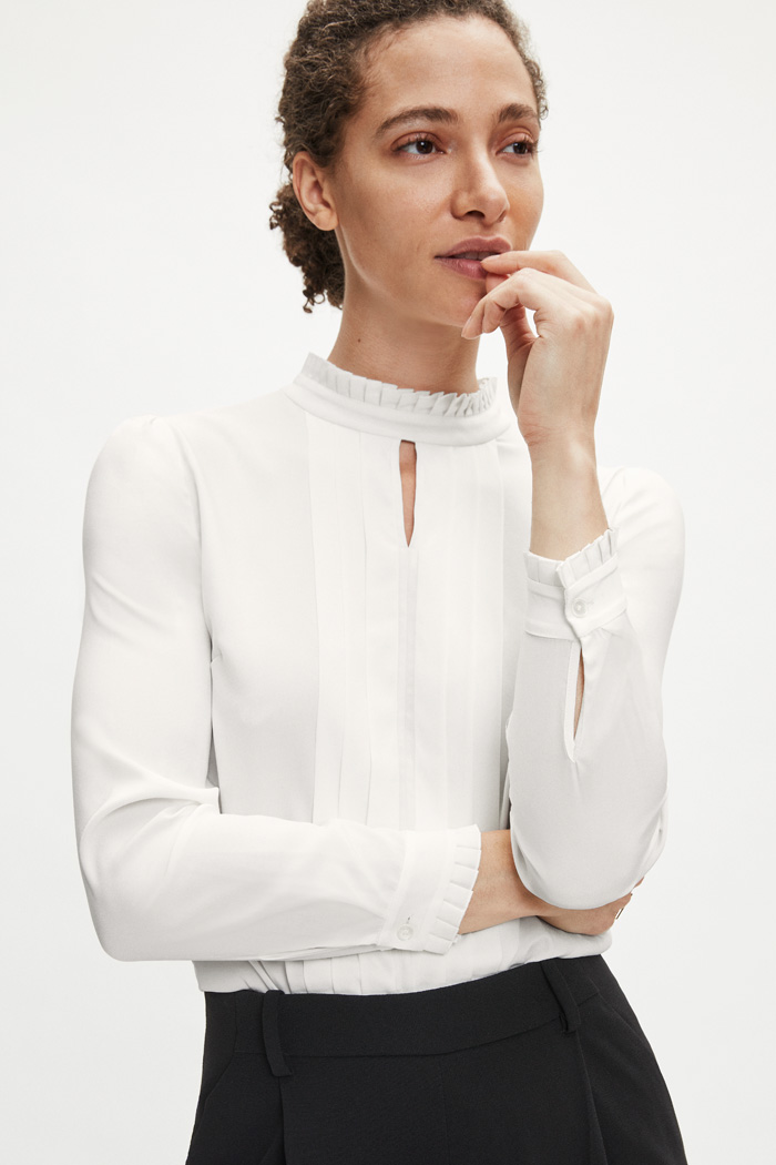 https://thefoldlondon.com/wp-content/uploads/2015/08/TheFold_HEPWORTH_BLOUSE_IVORY_SILK_DB013_1_2.jpg.jpg