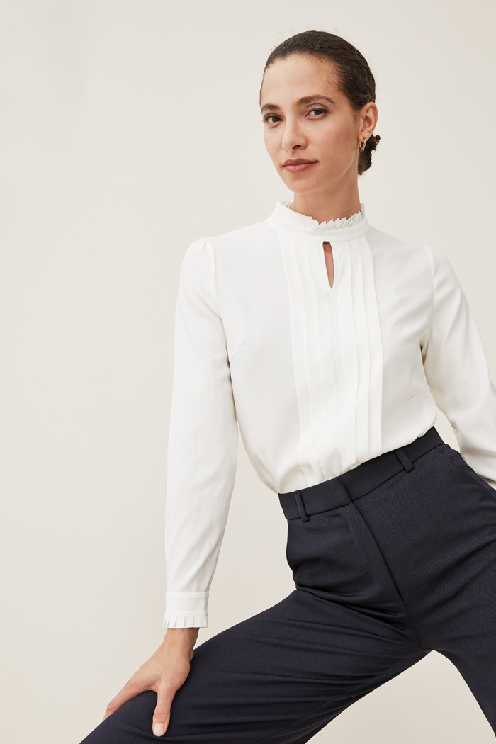 https://thefoldlondon.com/wp-content/uploads/2015/08/TheFold_HEPWORTH_BLOUSE_IVORY_SILK_DB013_3_2.jpg