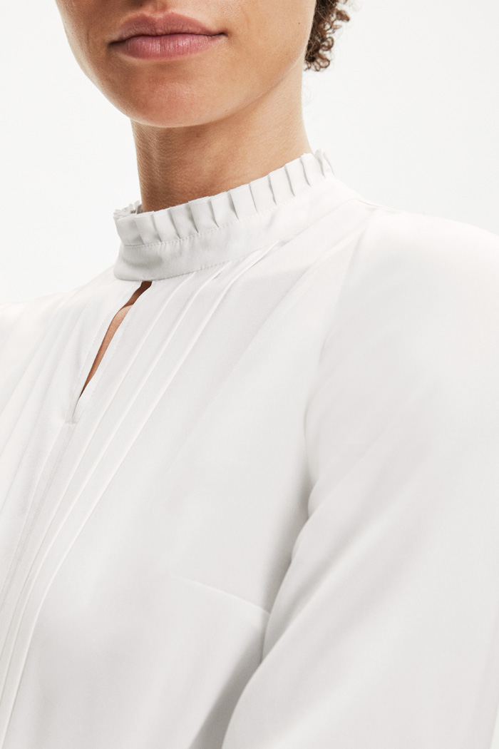 https://thefoldlondon.com/wp-content/uploads/2015/08/TheFold_HEPWORTH_BLOUSE_IVORY_SILK_DB013_6_2.jpg.jpg