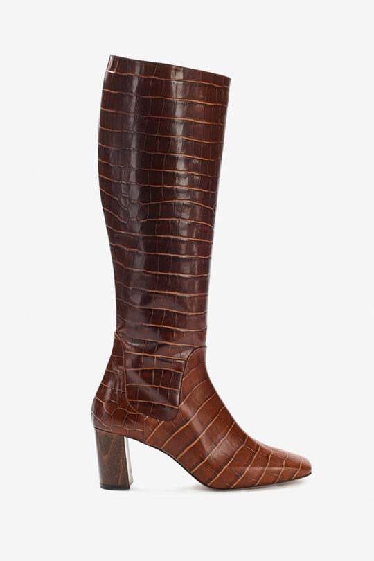 https://thefoldlondon.com/wp-content/uploads/2015/08/TheFold_Modena_High_Boot_Choc_Croc_DA045_Single_v2.jpg