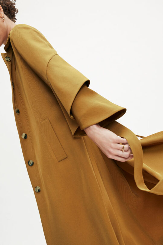 https://thefoldlondon.com/wp-content/uploads/2015/08/TheFold_Napier_Trench_Camel_Twill_DO015_3_v2.jpg