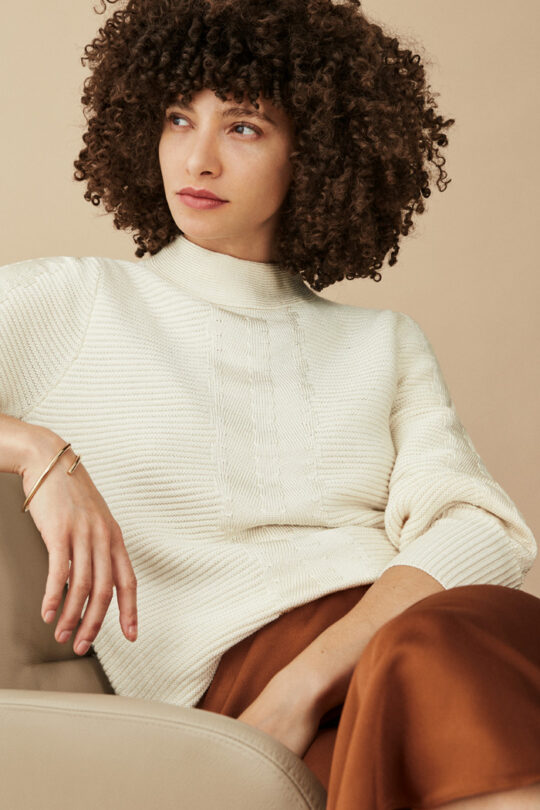 https://thefoldlondon.com/wp-content/uploads/2015/08/TheFold_SEINE_SWEATER_ECRU_CABLE_KNIT_DK037_3_2.jpg