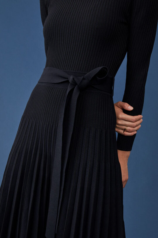 https://thefoldlondon.com/wp-content/uploads/2015/08/TheFold_SELKIRK_NAVY_PLEATED_VISCOSE_DRESS_DD239_065_v2.jpg