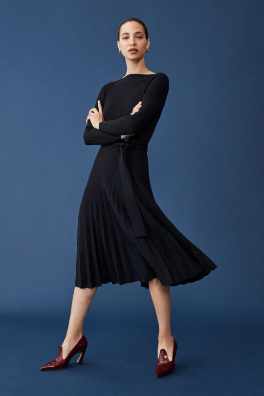 https://thefoldlondon.com/wp-content/uploads/2015/08/TheFold_SELKIRK_NAVY_PLEATED_VISCOSE_DRESS_DD239_109_v2.jpg