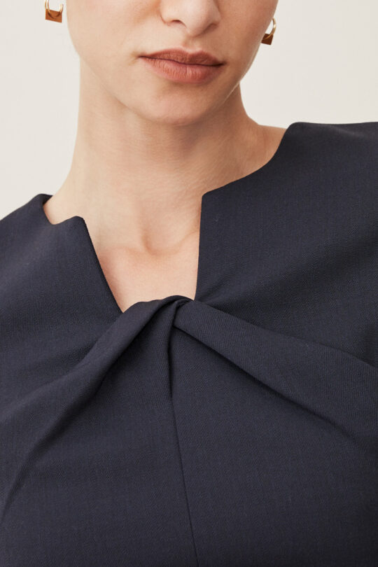 TheFold_Ultimate_Wool_BELMORE_TOP_NAVY_DB301003_3_2.jpg