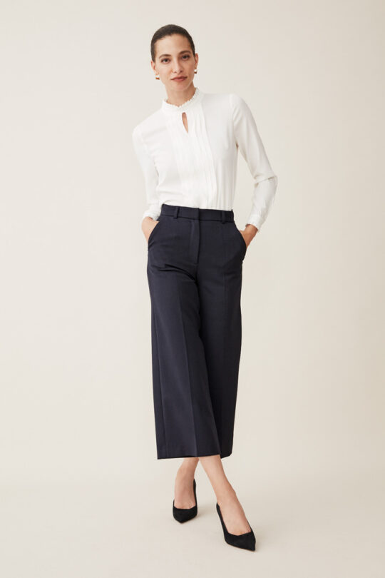 https://thefoldlondon.com/wp-content/uploads/2015/08/TheFold_Ultimate_Wool_TAILORED_CULOTTES_NAVY_DT009_2_2.jpg