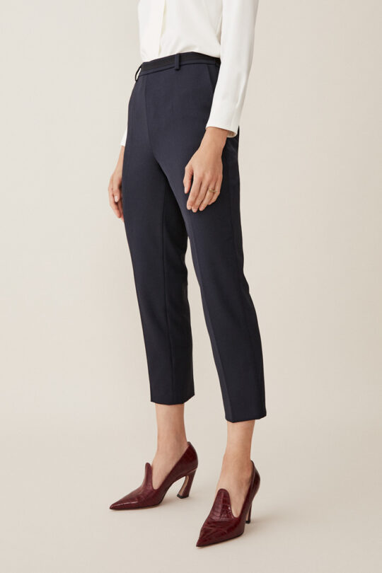 https://thefoldlondon.com/wp-content/uploads/2015/08/TheFold_Ultimate_Wool_TAPERED_TROUSERS_NAVY_DT006_2.jpg