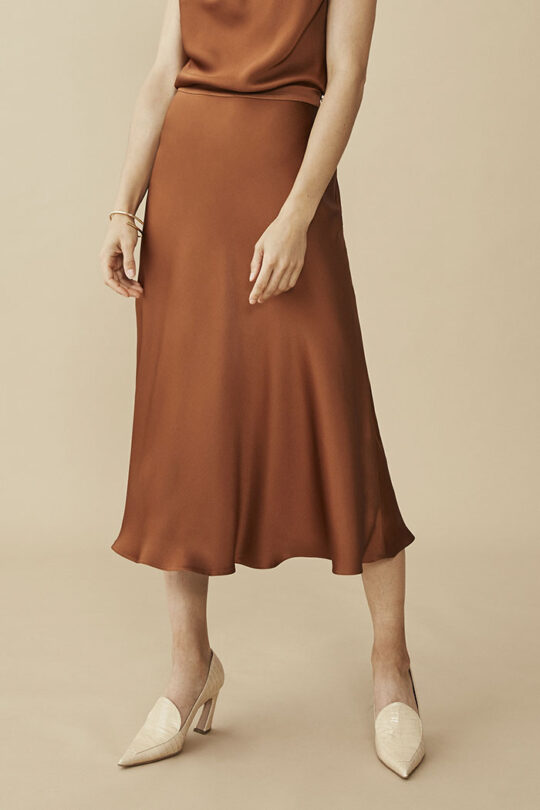 https://thefoldlondon.com/wp-content/uploads/2015/08/KELMORE-SKIRT-TOFFEE-SATIN_DS038_197_2_v2.jpg