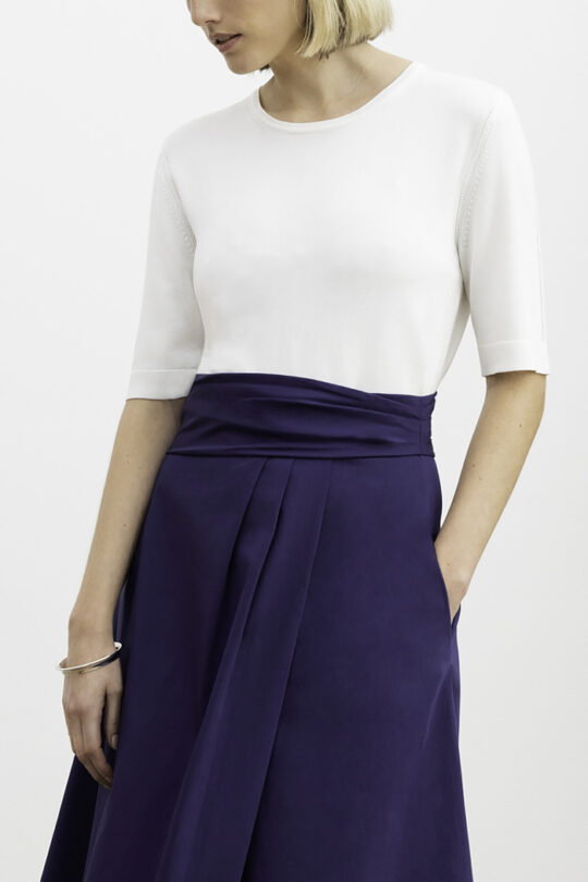 https://thefoldlondon.com/wp-content/uploads/2015/08/MONTECARLO_SKIRT_NAVY_LYON_TOP_IVORY_DK046_054-_V2.jpg