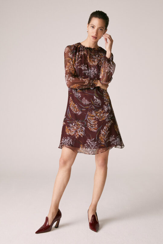 https://thefoldlondon.com/wp-content/uploads/2015/08/TheFold_Andeville_Dress_Burgundy_Print_Crinkle_Silk_DD232_2_v2.jpg