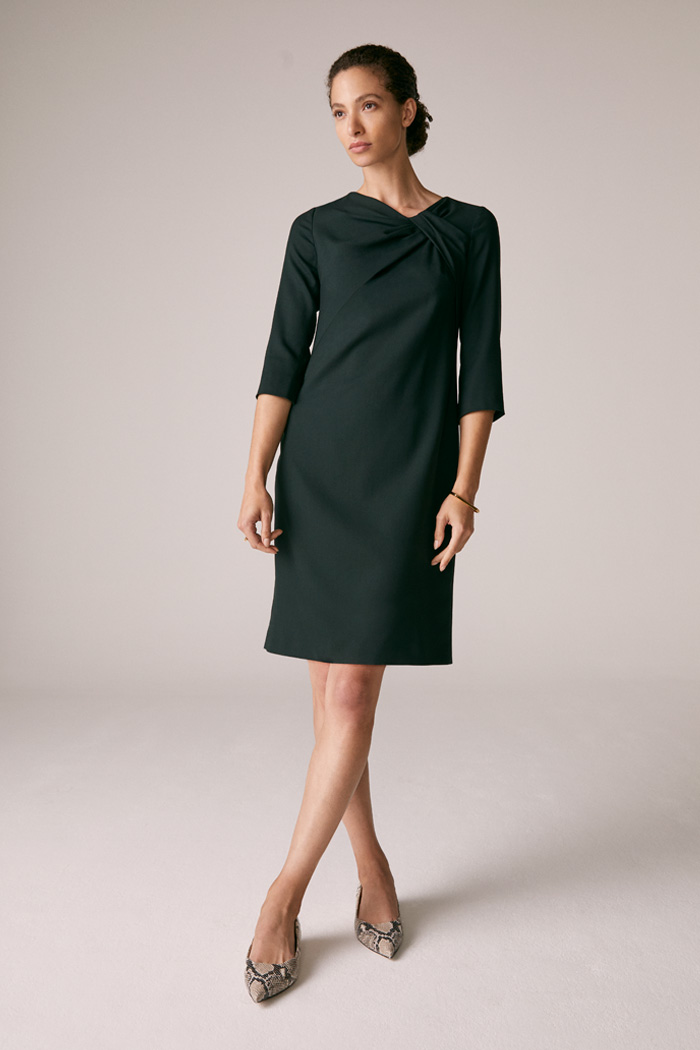 https://thefoldlondon.com/wp-content/uploads/2015/08/TheFold_Harlescott_Dress_Green_Wool_Crepe_DD230_3_v2.jpg