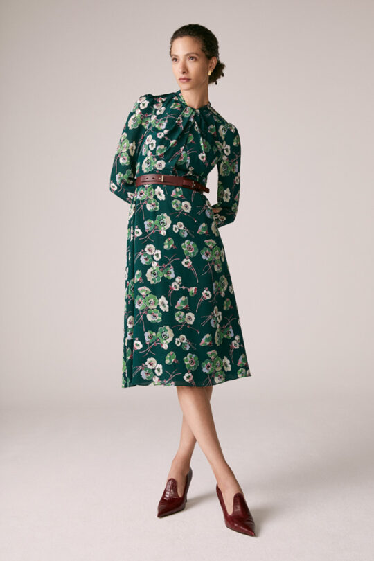 https://thefoldlondon.com/wp-content/uploads/2015/08/TheFold_Haslemere_Dress_Green_Floral_Print_Silk_DD226_2_v2.jpg