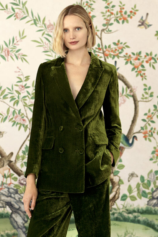 https://thefoldlondon.com/wp-content/uploads/2019/09/The_Fold_ALMEIDA-JACKET-JADE-DJ031_ALMEIDA-TROUSERS-JADE-DT036_145_v2.jpg