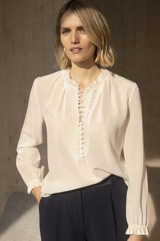 https://thefoldlondon.com/wp-content/uploads/2015/08/191106_THE_FOLD_TIERNEY_BLOUSE_IVORY_DB091_DO015_008_v2.jpg